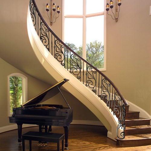 escaliers avec rampe en fer forgé